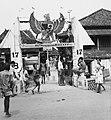 Collectie NMvWereldculturen, TM-20001005, Negatief- Erepoort, opgericht ter ere van de onafhankelijkheid van Indonesië, Boy Lawson, 1971.jpg