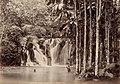 Collectie Nationaal Museum van Wereldculturen TM-60062234 Riviergezicht met waterval Jamaica fotograaf niet bekend.jpg