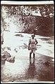 Collectie Nationaal Museum van Wereldculturen TM-60062267 Vrouw staat tot haar kuiten in een rivier met omhooggebonden rok Jamaica J.W.C. Brennan (Fotograaf).jpg