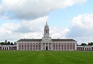 Aerial lighthouse - The last operational aerial lighthouse in the UK, at the RAF College main building at RAF Cranwell