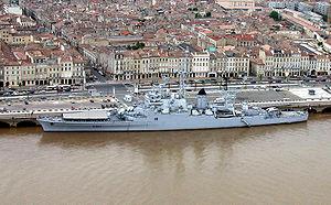 French cruiser Colbert (C611) - Image: Croiseur Colbert dans le port de Bordeaux