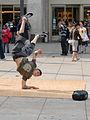 Danseur de Hip Hop sur lAlexander Platz (Berlin) (2706201954).jpg