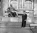 Darányi Ignác szobra a Mezőgazdasági Múzeum tó felőli oldalán (a II. világháború alatt megsérült, később megsemmisült). Fortepan 11893.jpg