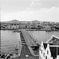 De Emmabrug in Willemstad, Curaçao, met zicht op Otrobanda, Bestanddeelnr 252-3109.jpg