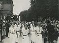 De damesgroep van de Rotterdamse Wandelsport Vereniging (RWV) passeert op de twe – F40832 – KNBLO.jpg