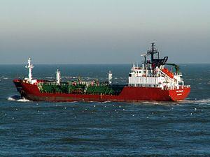 Deltagas IMO 9008471 leaving Port of Rotterdam, Holland 29-Jan-2006.jpg
