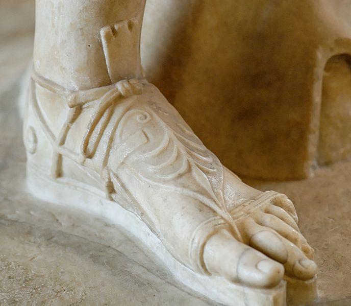 File:Detail Diana Versailles Louvre Ma589 n3.jpg