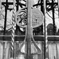 Detail slotplaat met tekst van gesmeed raamhek. - Amsterdam - 20018105 - RCE.jpg