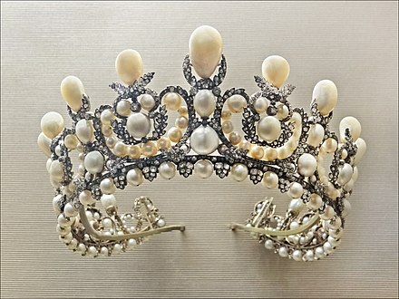 Pearl tiara of Empress Eugenie (1853) featuring 212 natural pearls, Louvre, Paris. Diademe de limperatrice Eugenie (musee du Louvre) (7166066743).jpg