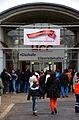 Die!!! Weihnachtsfeier 2013, 014 Lange vor dem offiziellen Einlass herrschte großer Andrang vor dem Eingang zur Glashalle und zur Eilenriedhalle vom HCC (Hannover Congress Centrum).jpg
