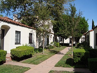 Bungalow court - The Don Carlos Court in Pasadena, California
