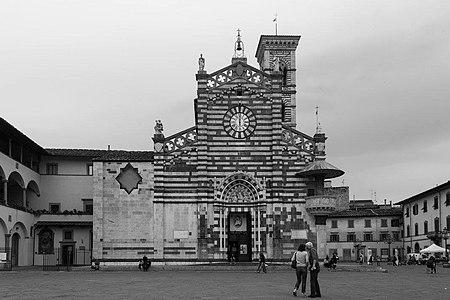 Duomo di Prato in bianco e nero.jpg