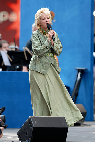 Christine Ebersole - Christine Ebersole performing in Broadway on Broadway, a free promotional concert for Broadway shows, 2006.