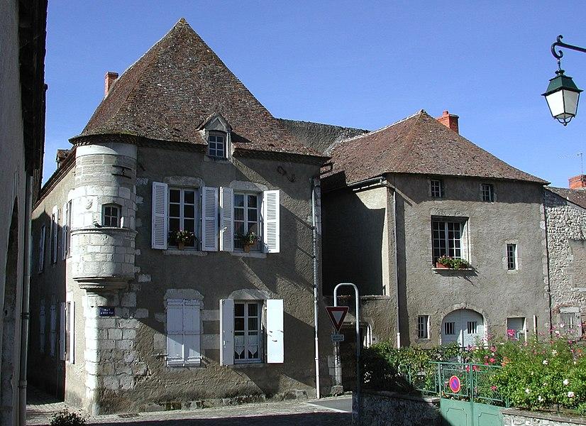 Ébreuil (Allier). Maison du XVe siècle à échauguette. Façade nord-est.
