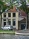 foto van Huis met verdieping en gepleisterde lijstgevel