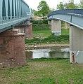 Eisenbahn- und Fußgängerbrücke - panoramio.jpg