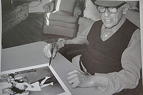 "Eisenstaedt signing ""VJ day"" print on August 23, 1995 at his Menemsha cabin on Martha's Vineyard.jpg"