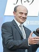 Entrega del Premio Euskadi de Investigación 2012 al matemático Luis Vega 04 (cropped)