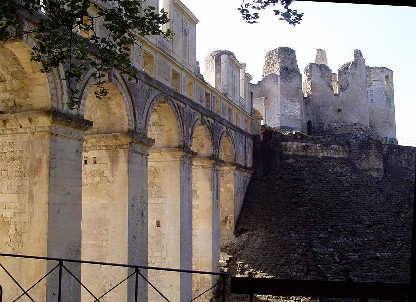 Photographie du pont galerie du château de fr:Fère-en-Tardenois, prise par Belgavoxle 17 octobre 2006.