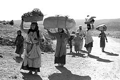 Flickr - Government Press Office (GPO) - Arab People fleeing.jpg
