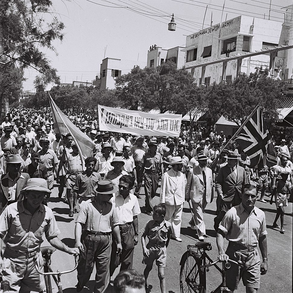 Flickr - Government Press Office (GPO) - Volunteers marching on Allenby street in Tel Aviv in favor of enlistment into the British army