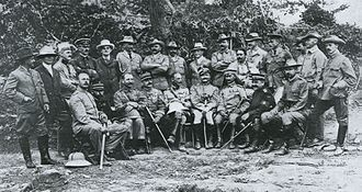 Max Hoffmann - Foreign officers in the Russo-Japanese War, Hoffmann is at the far left of the front row.