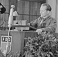 Fotothek df roe-neg 0006247 005 Rede des 1. Vorsitzenden der FDJ Erich Honecker (cropped).jpg