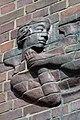Friedhof Ohlsdorf (Hamburg-Ohlsdorf).Neues Krematorium.Bauschmuck.Kuöhl.Schwebender Engel mit betend erhobenen Händen.Detail.2.29622.ajb.jpg