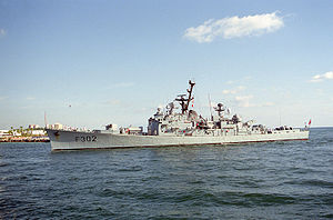 HNoMS Trondheim (F302) - The Norwegian frigate KNM Trondheim (F302) entering Port Everglades, Florida (USA), in 1993. The Trondheim was assigned to NATO's Standing Naval Force Atlantic.