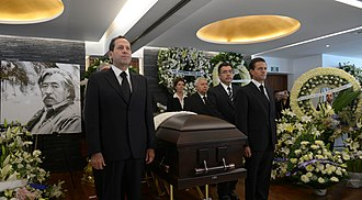 Luis Nishizawa - Funeral of Luis Nishizawa, President Enrique Peña Nieto (right) attended to pay respects to the painter.