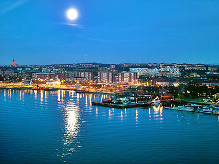 View from Alvsborg Bridge Goteborg in moon light.jpg