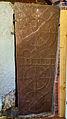 Garnwerd - kerk - zandstenen sarcofaagdeksel met zonneraderen.jpg