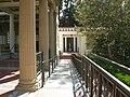 Getty villa, peristilio esterno, tempietto 01.JPG