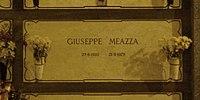 Giuseppe Meazza grave Milan 2015.jpg