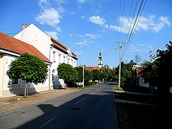 Glavna ulica u Bačkom petrovcu.JPG