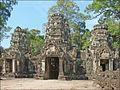 Gopura est du temple Preah Khan (Angkor) (6983006145).jpg