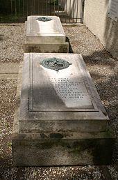 Bettina von Arnims Grab neben der Dorfkirche von Wiepersdorf (Quelle: Wikimedia)
