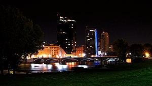 Grand Rapids Skyline, night, 2009.jpg