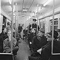 Gratis in metro in Rotterdam. Drukte op het Beursstation. Oefening bij de kaartj, Bestanddeelnr 920-9633.jpg
