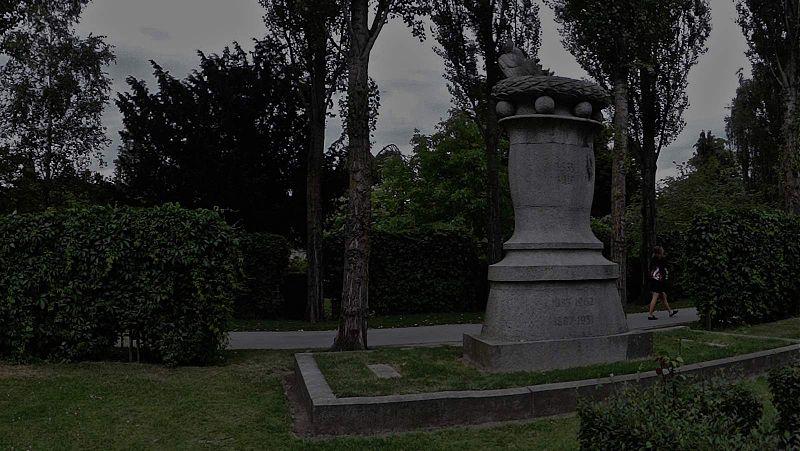 File:Grave of Niels Bohr Kopenhagen.jpg