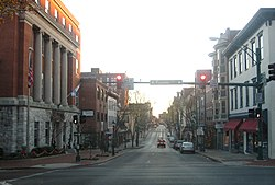 Looking south on Potomac Street in ناحیه تجاری مرکزی Hagerstown