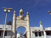 Haji Ali Dargah 's Entrance.JPG