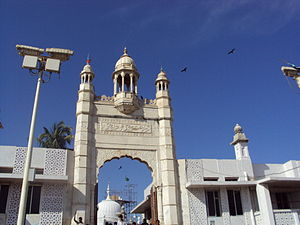 Haji Ali Dargah - The entrance to the Dargah.