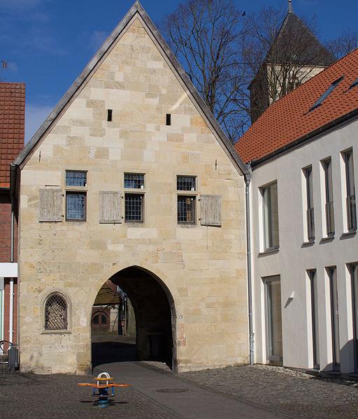 File:Havixbeck Torbogen Torhaus 01.jpg