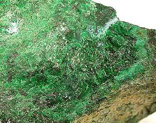 Hellyerite carbonate mineral