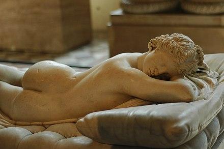 ギリシャ彫刻の2世紀ローマのコピー。 図はHermaphroditusで、これからHermaphroditeという単語が派生します。