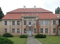 Herrenhaus Dannenwalde Frontansicht.JPG