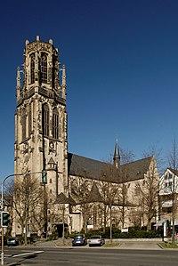 Herz-Jesu-Kirche in Duesseldorf-Derendorf, von Sueden.jpg