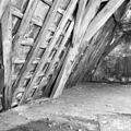 Interieur kap zuidvleugel, oostelijk deel. Spantbeen met detaillering van een houten tongewelf - Leiden - 20135314 - RCE.jpg