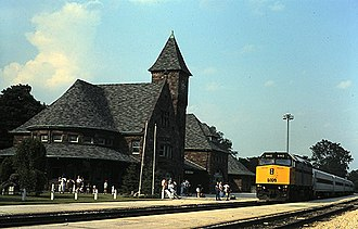 Niles station - The westbound International at Niles in 1994